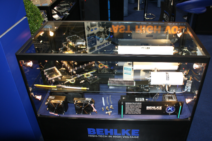 Behlke Electronica - Display Case for Dielectric Liquid Cooling Equipmnt